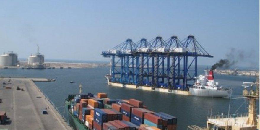 Mısır'da fırtına limanları kapattırdı