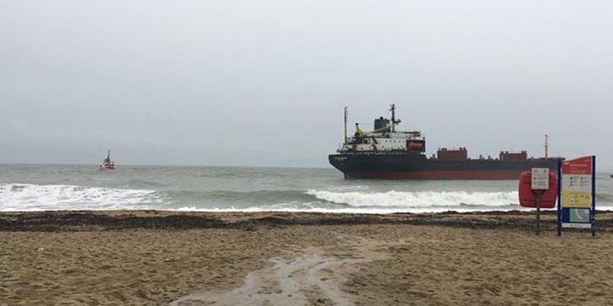 Rus kargo gemisi karaya oturdu