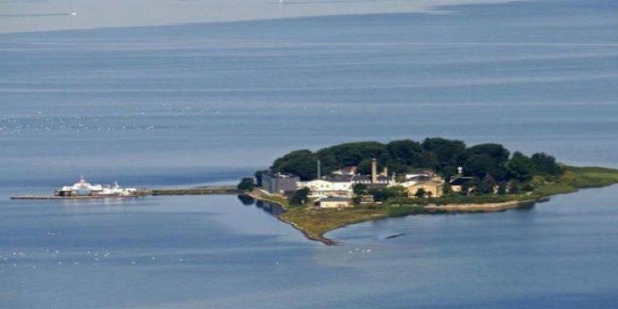 """Mültecileri """"karantina adası""""nda toplayacak"""