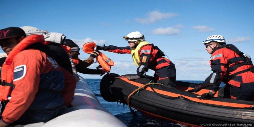 Denizde bekletilen göçmenlere İspanya sahip çıktı