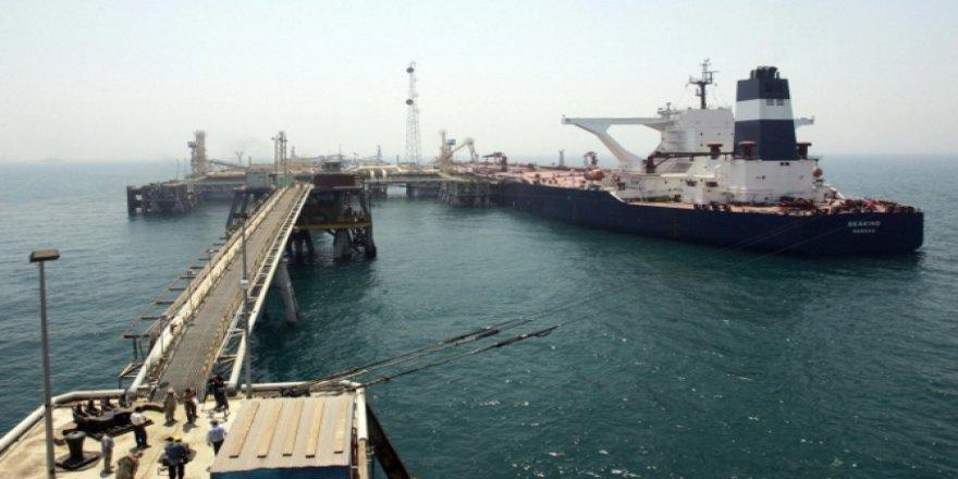 İran, günlük 1 milyon varil petrol satıyor