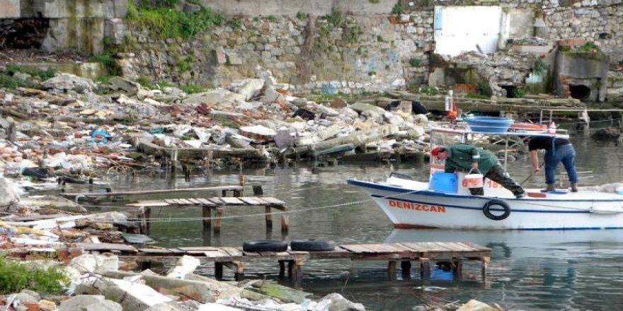 Balıkçı barınakları yıkıldı, çöplük oldu