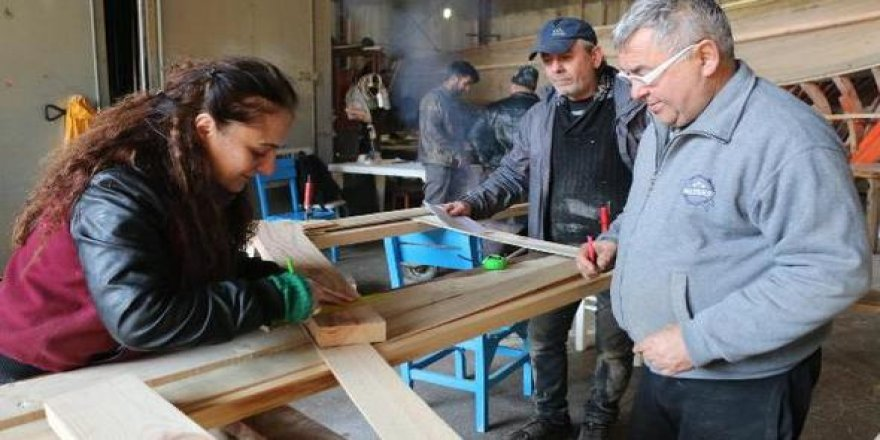 Nur hanım tekne imalatına başladı