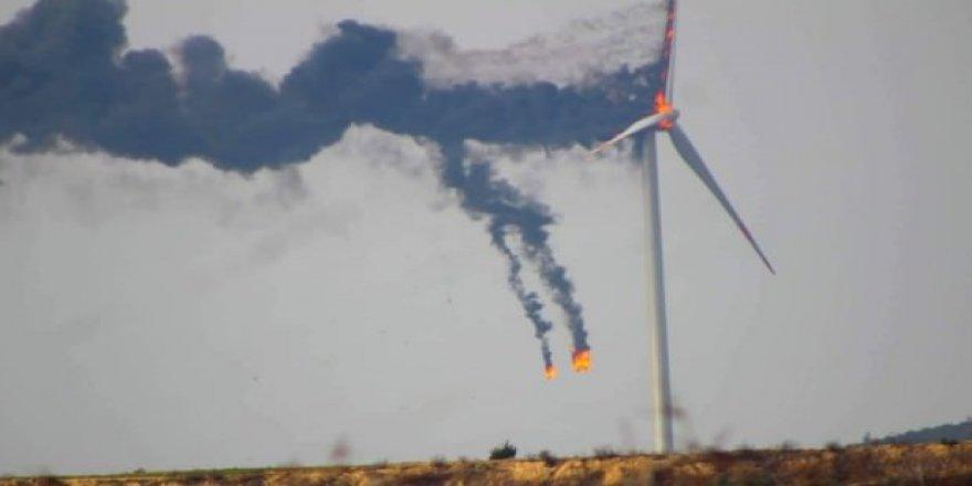 Hatay'da rüzgar türbini alev alev yandı