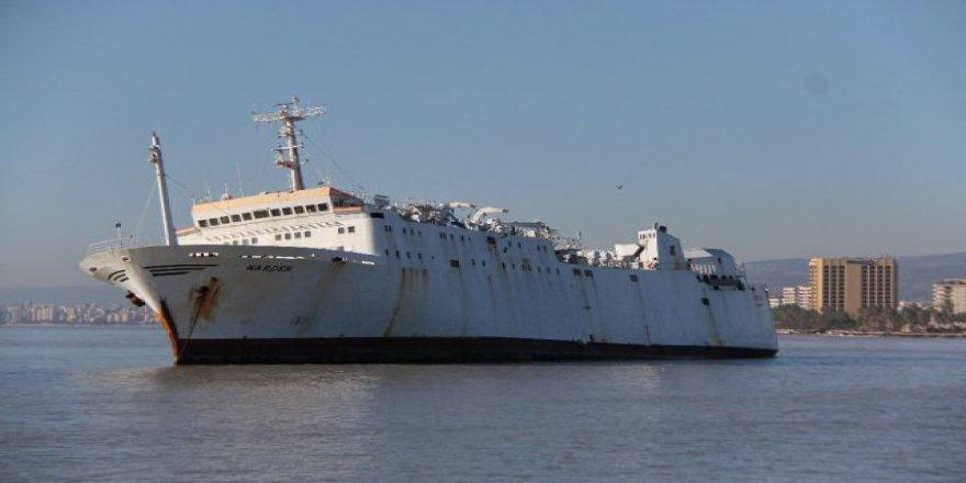 Mersin'de karaya oturan hacizli gemi satıldı