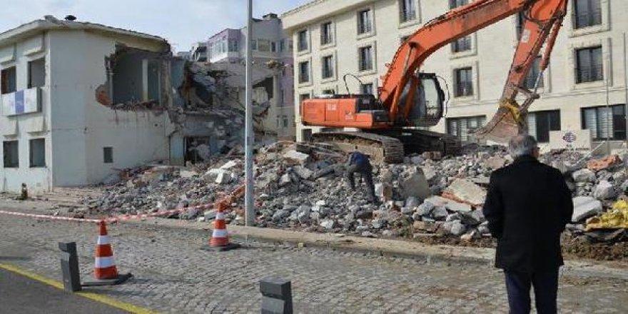 Kıyı Emniyeti binası yıkıldı