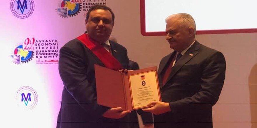 Prof. Dr. Uğur Özgöker'e 'Onur Madalyası'