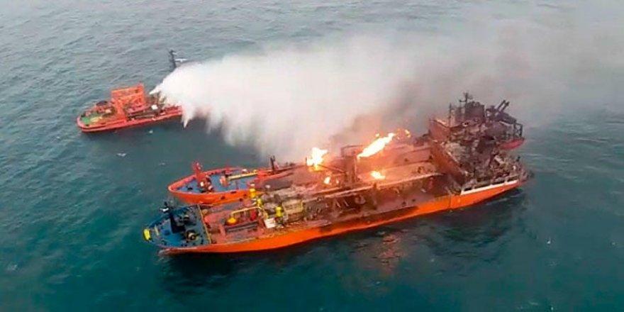 Kerç Boğazı'ndaki gemiler halen söndürülemedi