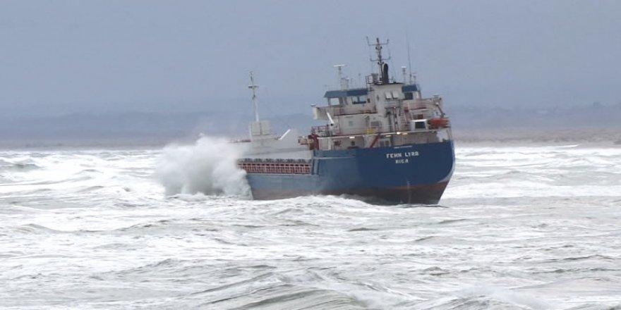 Kandıra'da gemi karaya oturdu, personel kurtarıldı