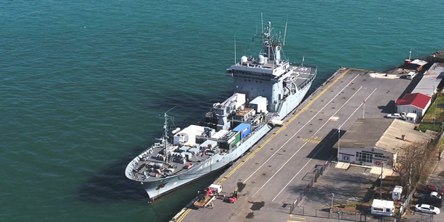 Alman gemisi Sarayburnu'na demirledi