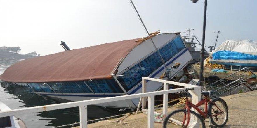 Erdek'te yüzen restoran battı