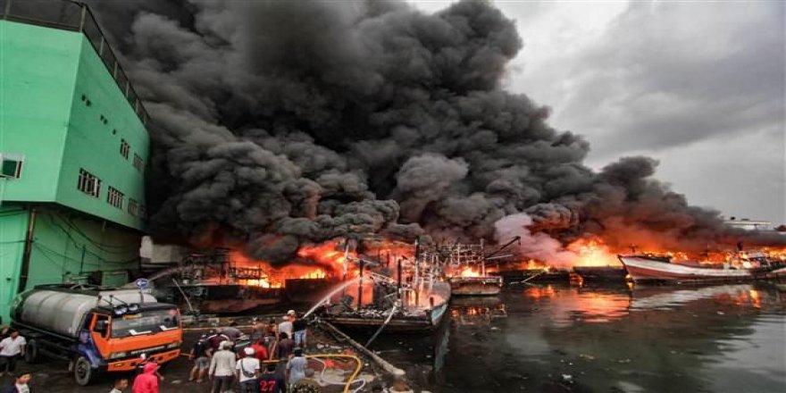 Limandaki 18 balıkçı teknesi yandı
