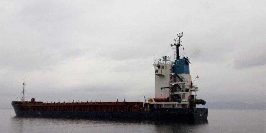 Çanakkale Boğazı'nda arızalanan gemi sürüklendi