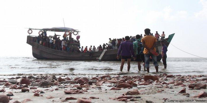 Müslümanları tehlikelere açık bir adaya sürüyorlar