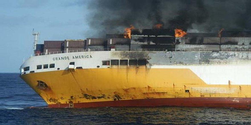 Bu gemide 2 bin araç cayır cayır yandı