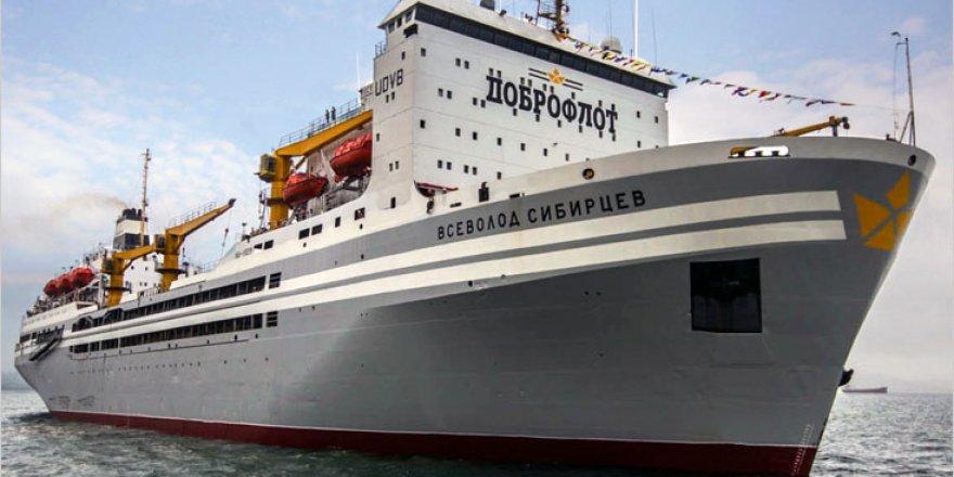 Gemide kavga eden 2 şahıstan 1'i denize düştü