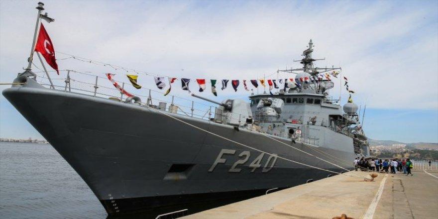 Tatbikata katılan gemiler ziyaretçilerini ağırlıyor