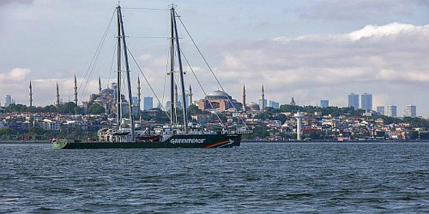 İstanbul'dan Gökkuşağı Savaşçısı geçti