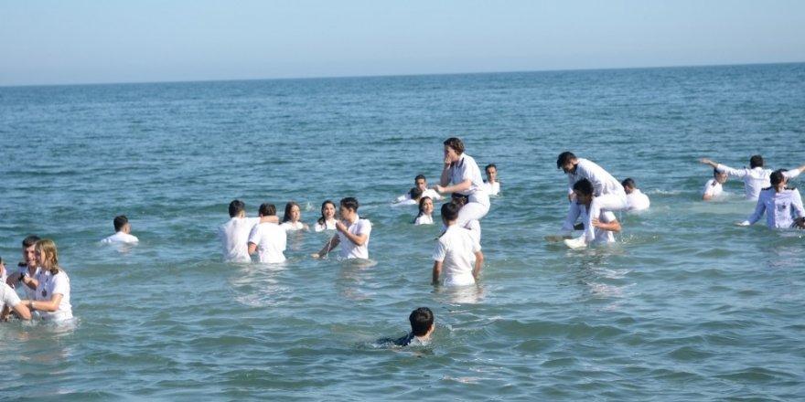 Denizde mezuniyet coşkusu