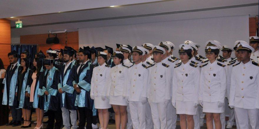 Egeli denizcilerin mezuniyet heyecanı