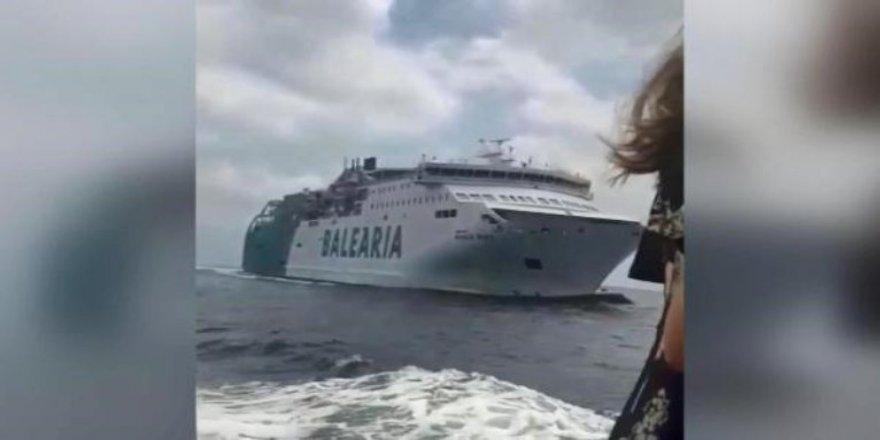 Feribot ile gemi çarpışacak sandı, suya atladı