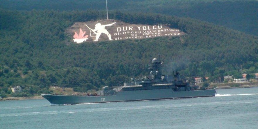 Rus savaş gemileri peş peşe Akdeniz'e iniyor