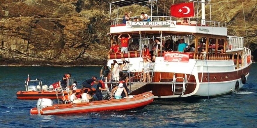 Fethiye'de gezi teknesi karaya oturdu