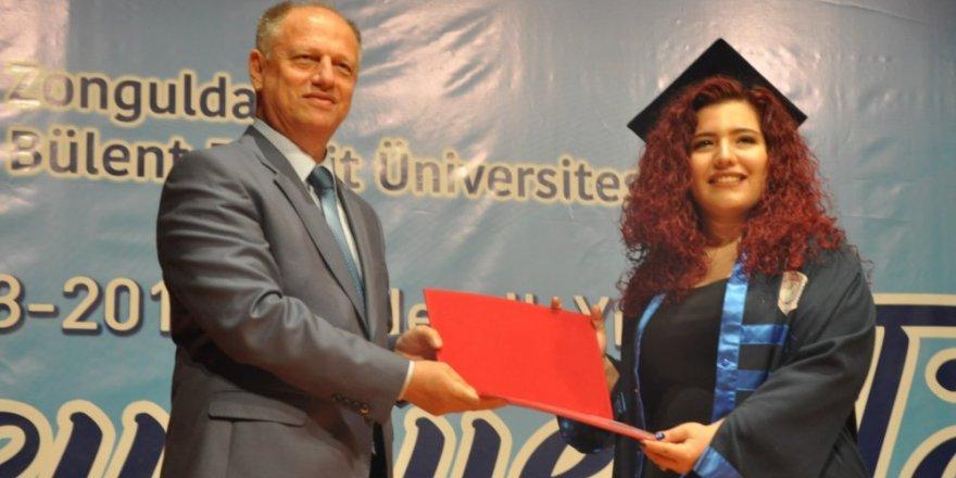 Ereğli Denizcilik Fakültesi'nde mezuniyet sevinci