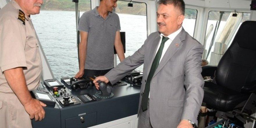 Vali Yazıcı Çelebi Bandırma Limanı'nı inceledi