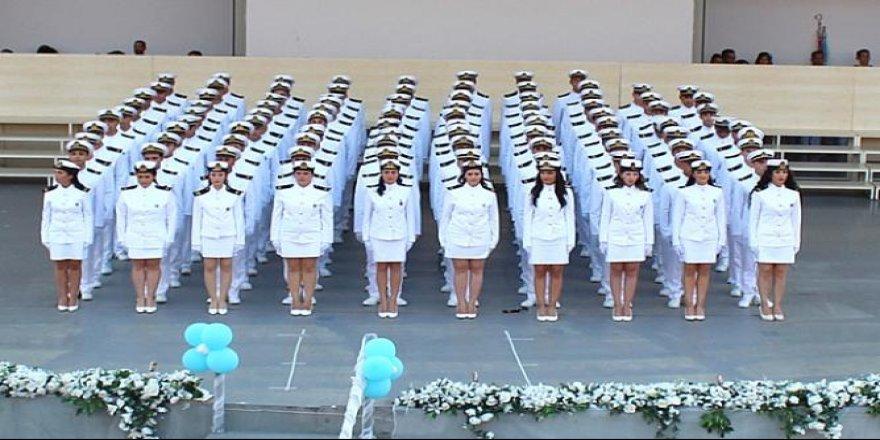 DEÜ mezuniyet törenine kız öğrenciler damga vurdu