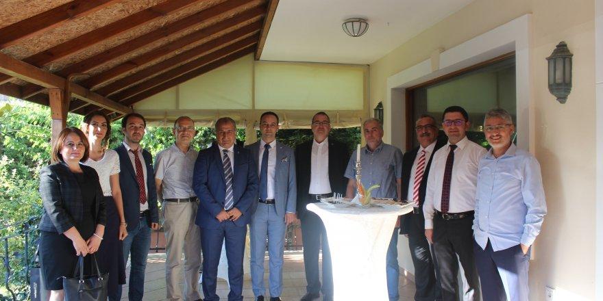 Türk denizciler GEMİMO'nun kokteylinde buluştu