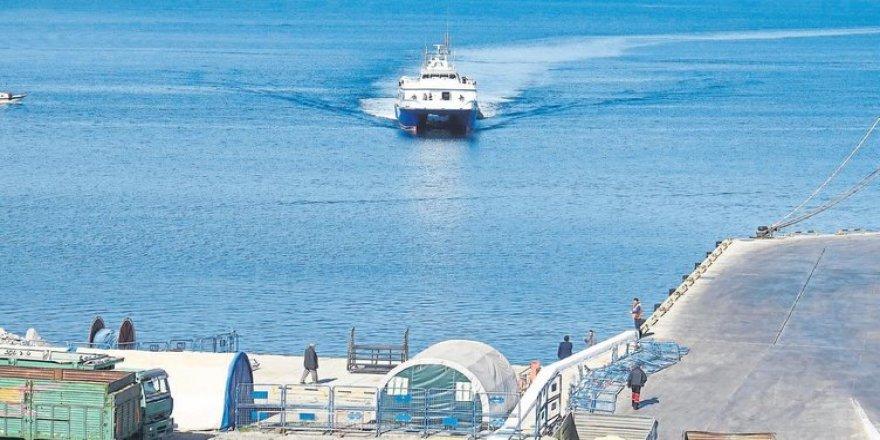 Dikili ile Midilli arasında feribot seferleri başladı
