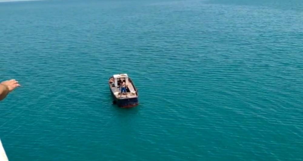 Denizin ortasında mahsur kaldılar