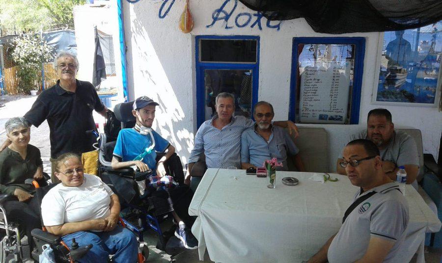 Foça'da engellilerin deniz keyfi