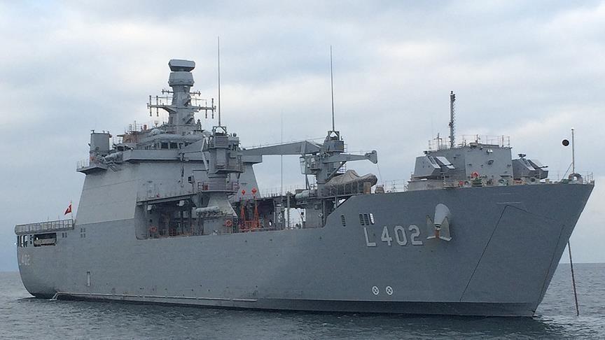 Türk tank çıkarma gemisi Arnavutluk'ta