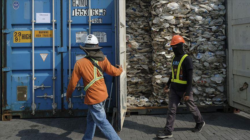 Kamboçya'da 83 konteyner plastik atık