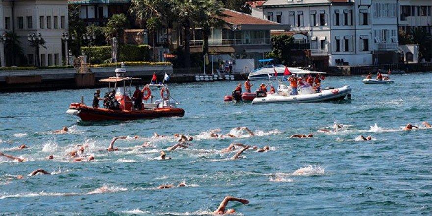 Yüzme yarışında 156 kişi Boğaz'ın ortasında kaldı