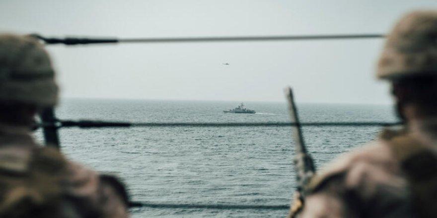 İran Basra Körfezi'nde bir tekneye el koydu
