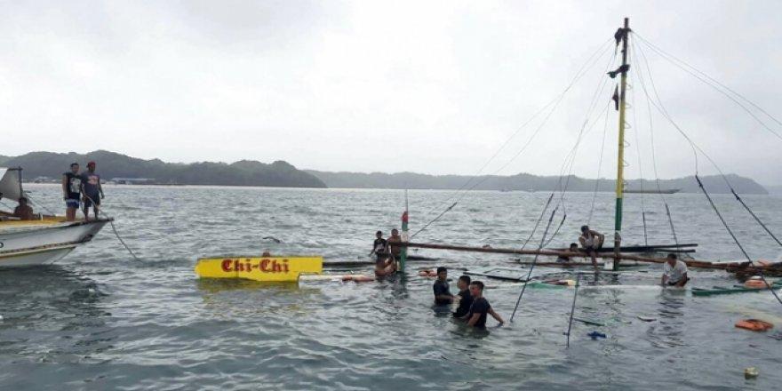 Filipinler'de 3 tekne birden battı: 31 ölü