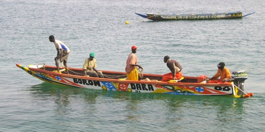 Senegal'in rengarenk balıkçı tekneleri