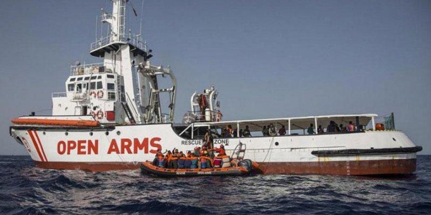 Akdeniz'de 276 göçmen yine denizde bekliyor