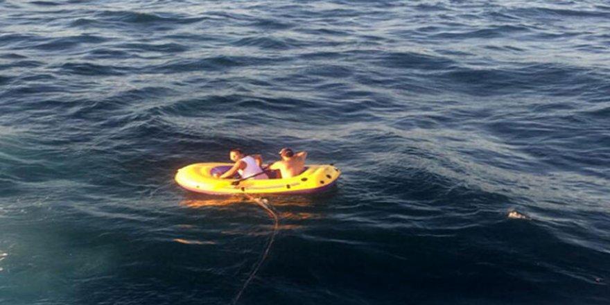 Şişme botta 5 saat ölüm korkusu yaşadılar