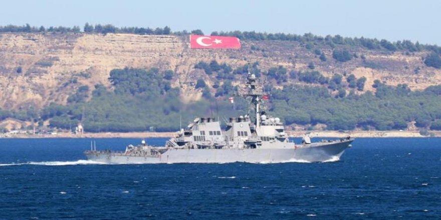 ABD'nin güdümlü füze destroyeri Marmara'ya açıldı