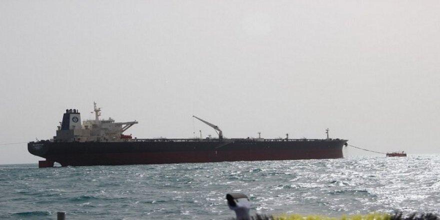 Petrol yüklü tanker Kızıldeniz'de arızalandı