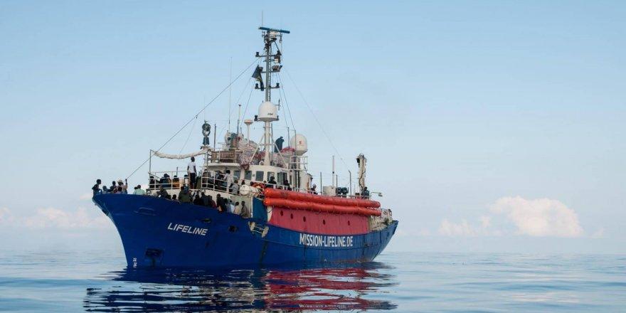 Göçmen kurtaran gemiye İtalya'ya giriş yasağı