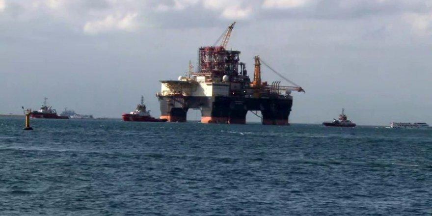 Boğazı gemi trafiğine kapattıran dev platform