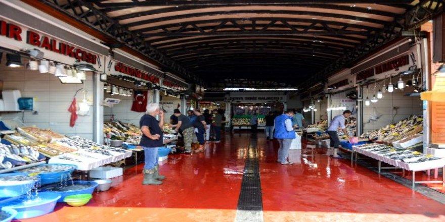 Balıklar tezgahlarda yerini aldı