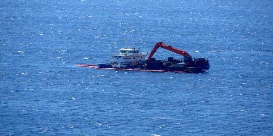 Bozcaada'da karaya oturan gemi yüzdürüldü