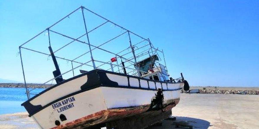 Trol ile balıkçı teknesi çarpıştı