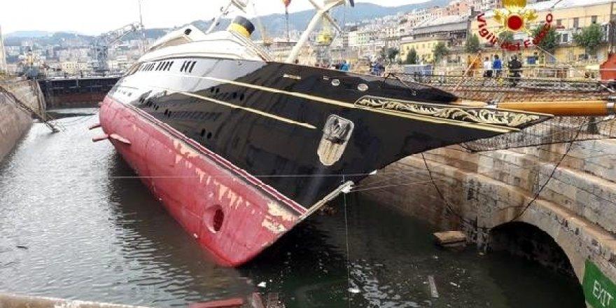 Limanda lüks yat yan yattı: 4 yaralı